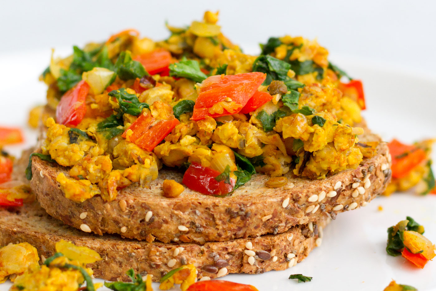 A simple lunch Smoky tempeh scramble recipe for vegetarian